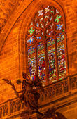 Kathedraal van Engel standbeeld gebrandschilderd glas Sevilla Spanje — Stockfoto