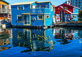 Floating Home Village Blue Red Houseboats Fisherman's Wharf Refl — Stock fotografie