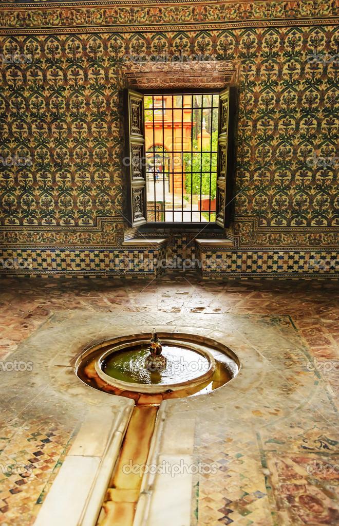 Fountain pavilion garden alcazar royal palace seville spain ...