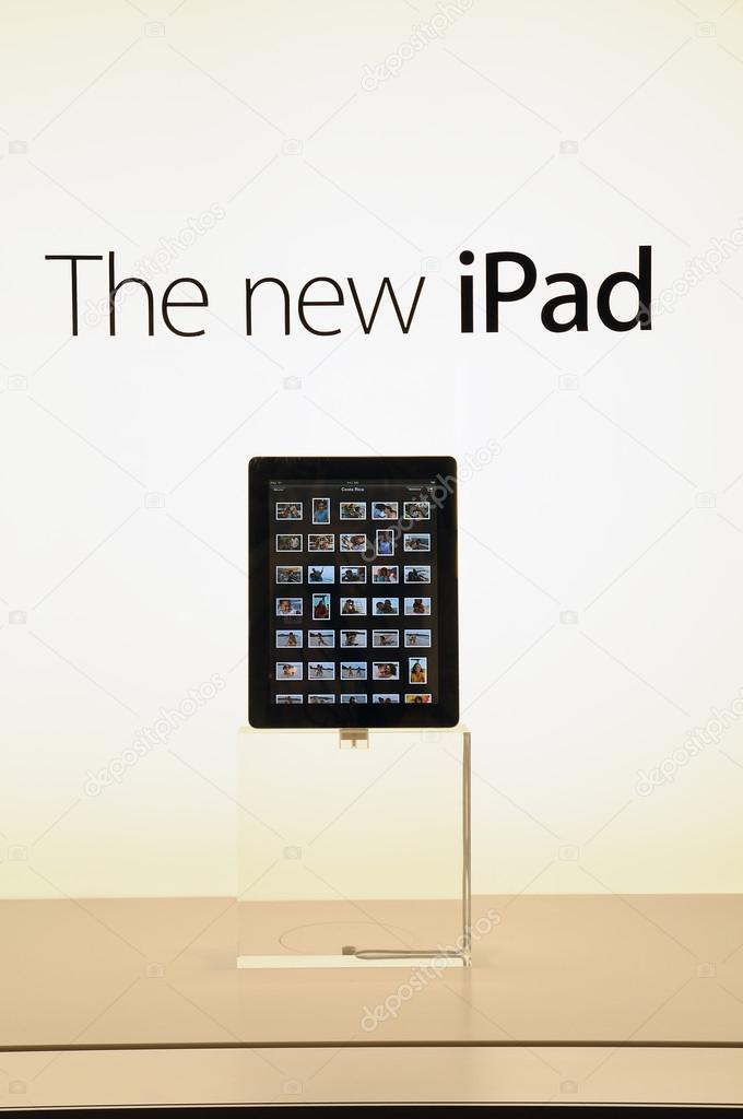 Window display of The new iPad in Hong Kong Apple store — Stock Photo #13226294