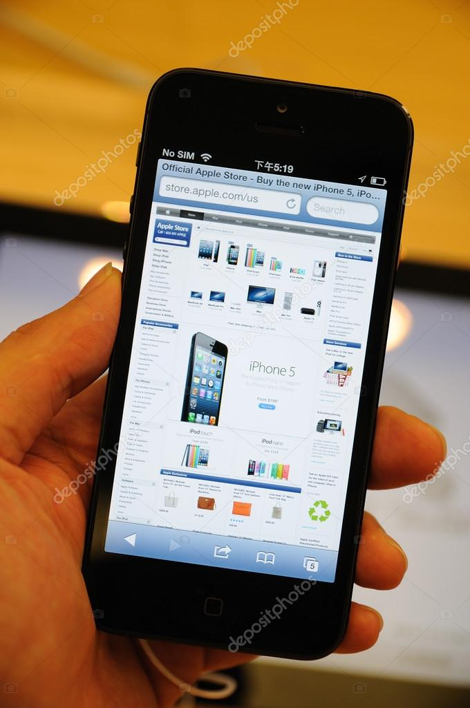 Apple online store display on the iPhone 5  — Stock Photo #13226311