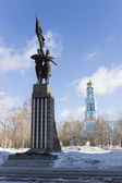 Monument to Komsomol of Ural and the Ascension Church in Yekater — Stock Photo