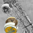 Yellow cabin of abandoned Ferris wheel, Pervouralsk, Urals, Russ — Stock Photo