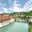 Church, bridge and houses with tiled rooftops, Bern, Switzerland — Stockfoto
