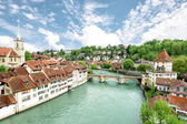 Church, bridge and houses with tiled rooftops, Bern, Switzerland — Stock Photo