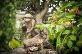 камень фигурка обезьяны — Стоковое фото