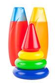 Dziecko piramidy i szampon butelek — Zdjęcie stockowe