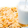 Corn flakes with milk — 图库照片
