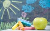 Color chalk and apple — Stockfoto