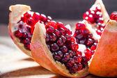 Granatapfel mit Samen — Stockfoto