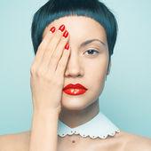 Senhora com esmalte brilhante — Foto Stock