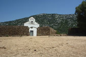 San Pietro church on Golgo upland with stone wall — Stock Photo