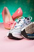 высокие каблуки и бегунов — Стоковое фото