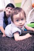 Frau mit einem kleinkind — Stockfoto