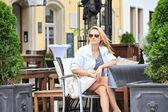 In einem straßencafé — Stockfoto