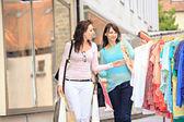 Lo shopping in città — Foto Stock