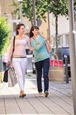 Faire du shopping dans la ville — Photo