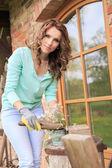 Arbetar i trädgården — Stockfoto