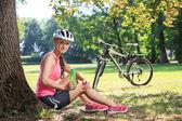 Bisiklete binme kadın — Stok fotoğraf