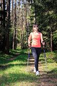 пешие прогулки в лесу — Стоковое фото