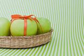 Cesta de manzanas verdes — Foto de Stock