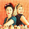 Vintage housewifes and cupcakes — Stock Photo