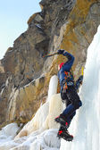 Professional climber on icy waterfall — Stockfoto