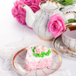 Сake with roses and cup of tea — Stock Photo #12323304