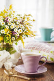 Tea and wildflowers — Stock Photo
