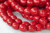 Colored necklace of big red beads strung on a thread — Stock Photo