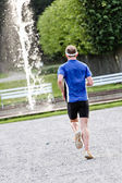 Running towards the fountain — Stock Photo