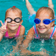 Two little girls playing in the pool — Foto Stock