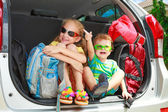Two happy kids in the car — Foto de Stock