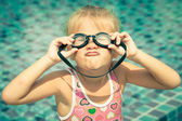 Little girl in the swimming pool — Stock Photo