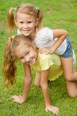 Deux petites filles heureuse — Photo