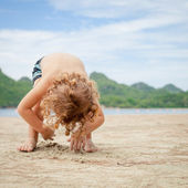 Little boy playing on the beach. — Stock Photo