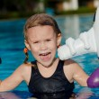 Little girl in the swimming pool — Foto Stock