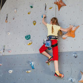 Teenager climbing a rock wall — Stock Photo