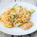 Thai food Pad thai , Stir fry noodles with shrimp — Stock Photo #43756961