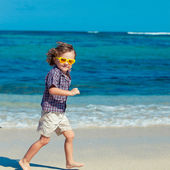 Little boy running on the beach in the day time — Stock Photo
