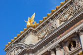 Opera building with golden monument - Paris — Stock Photo