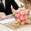Foto Stock: Bride signing marriage license