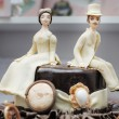Figurines on wedding cake — Stock Photo