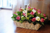 Bouquet of flowers in basket — Stock fotografie