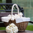 Picnic basket and flowers bouquet — Stock Photo