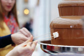 Marshmallow and chocolate fondue fountain — Stock Photo