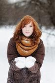 Beautiful woman having fun in winter — Stock Photo
