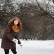 Woamn having fun in winter — Stock Photo #32669153