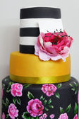 Delicious multicolor wedding cake — Zdjęcie stockowe