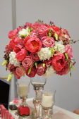 Elegant red flowers bouquet — Stock Photo